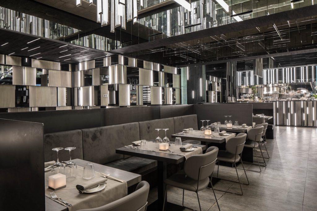 La forma de la luz: una nueva idea de espacio define la experiencia gastronómica de un restaurante asiático en Milán 13