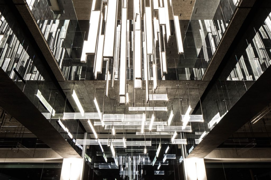 La forma de la luz: una nueva idea de espacio define la experiencia gastronómica de un restaurante asiático en Milán 14