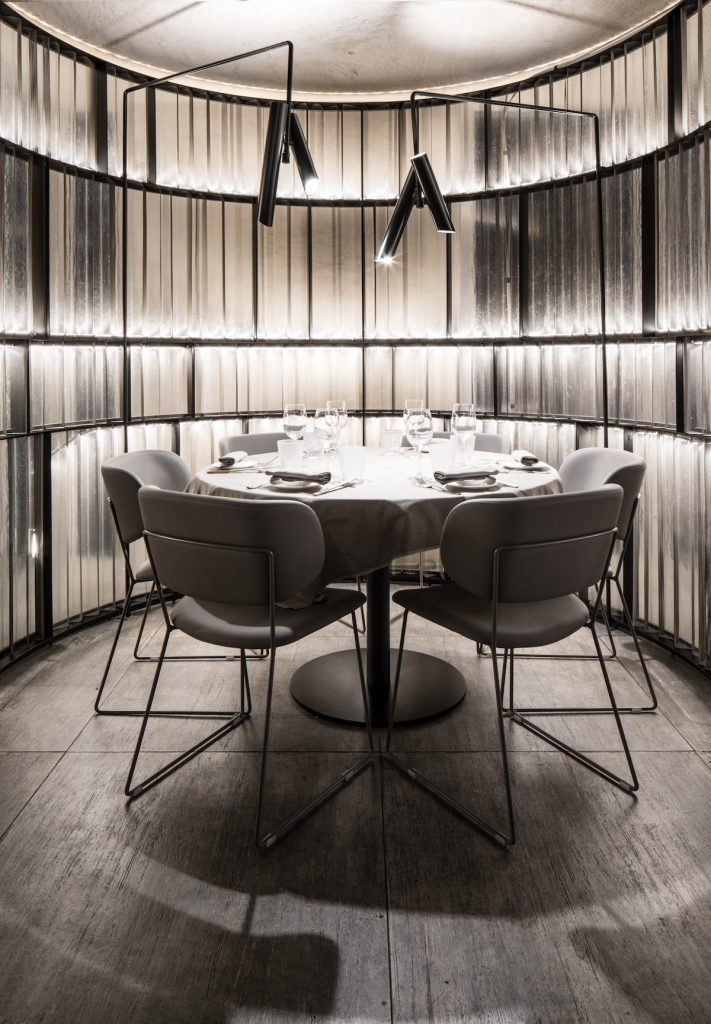 La forma de la luz: una nueva idea de espacio define la experiencia gastronómica de un restaurante asiático en Milán 15