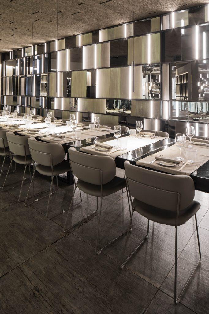 La forma de la luz: una nueva idea de espacio define la experiencia gastronómica de un restaurante asiático en Milán 16