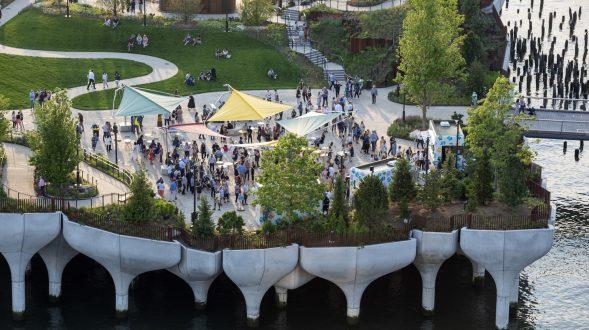 Thomas Heatherwick completó el parque y el teatro de Little Island en la ciudad de Nueva York 13