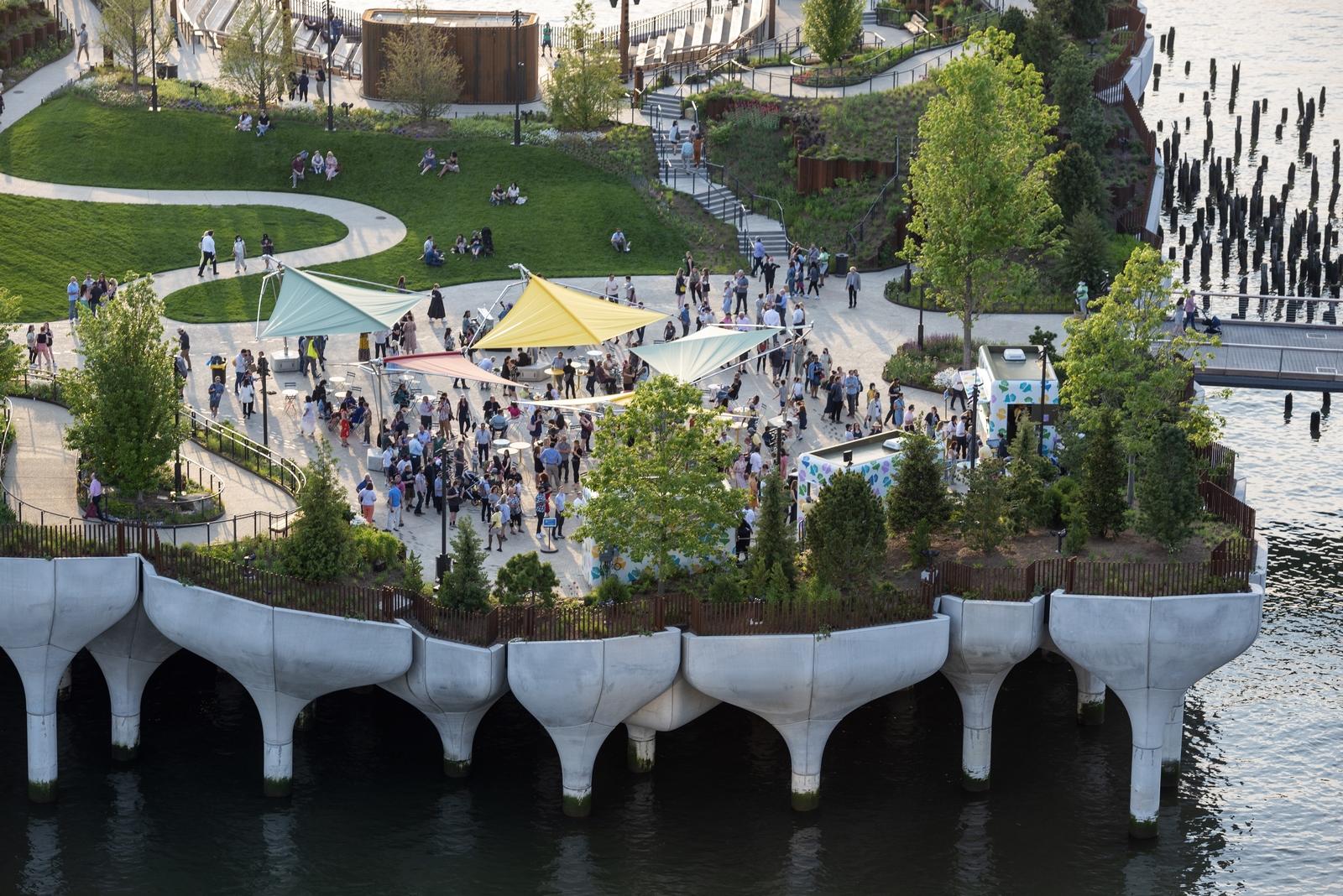 Thomas Heatherwick completó el parque y el teatro de Little Island en la ciudad de Nueva York 26
