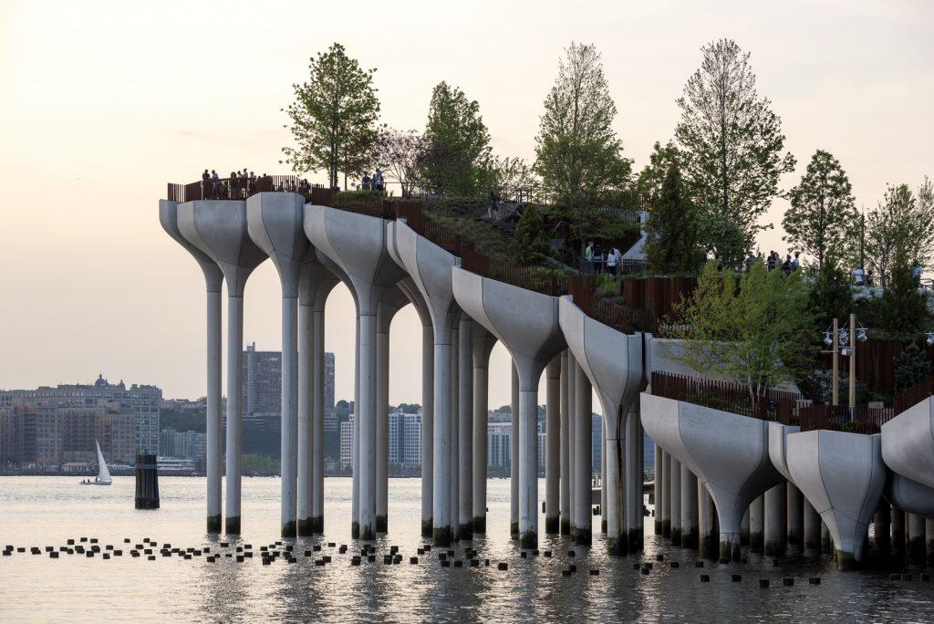 Thomas Heatherwick completó el parque y el teatro de Little Island en la ciudad de Nueva York 4