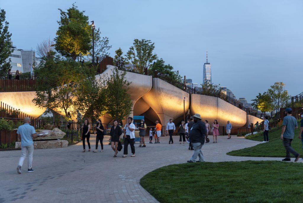 Thomas Heatherwick completó el parque y el teatro de Little Island en la ciudad de Nueva York 5