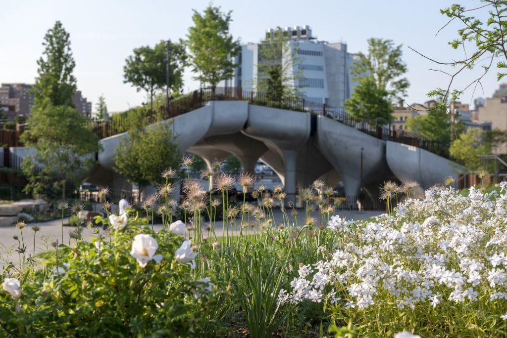 Thomas Heatherwick completó el parque y el teatro de Little Island en la ciudad de Nueva York 7