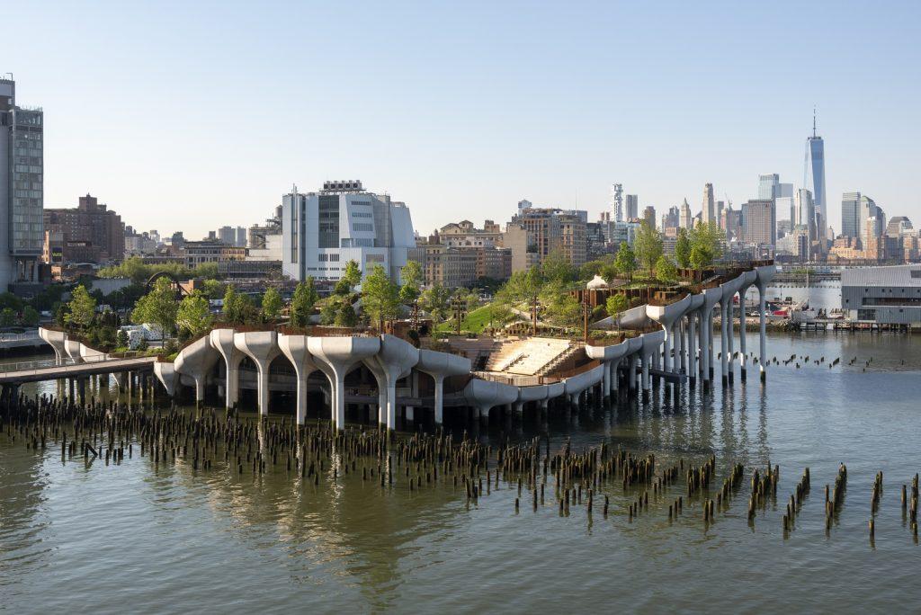 Thomas Heatherwick completó el parque y el teatro de Little Island en la ciudad de Nueva York 11