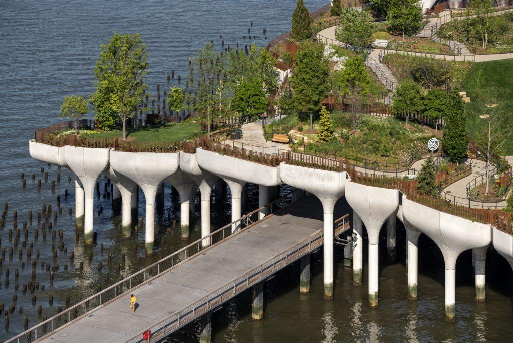 Thomas Heatherwick completó el parque y el teatro de Little Island en la ciudad de Nueva York 12