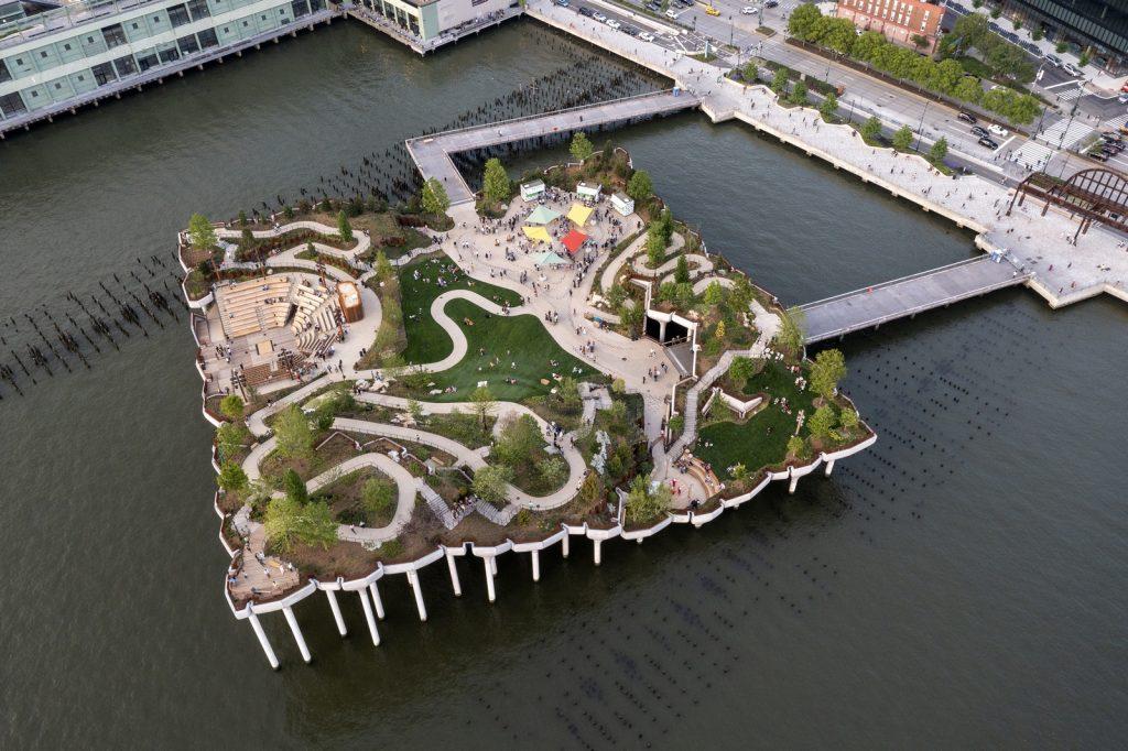 Thomas Heatherwick completó el parque y el teatro de Little Island en la ciudad de Nueva York 15