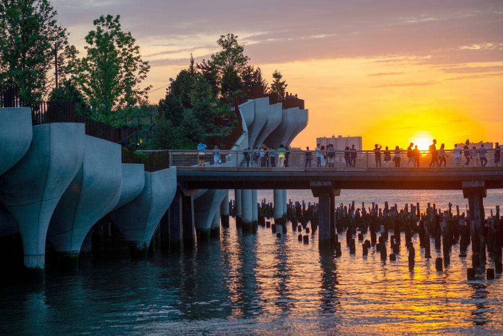 Thomas Heatherwick completó el parque y el teatro de Little Island en la ciudad de Nueva York 18