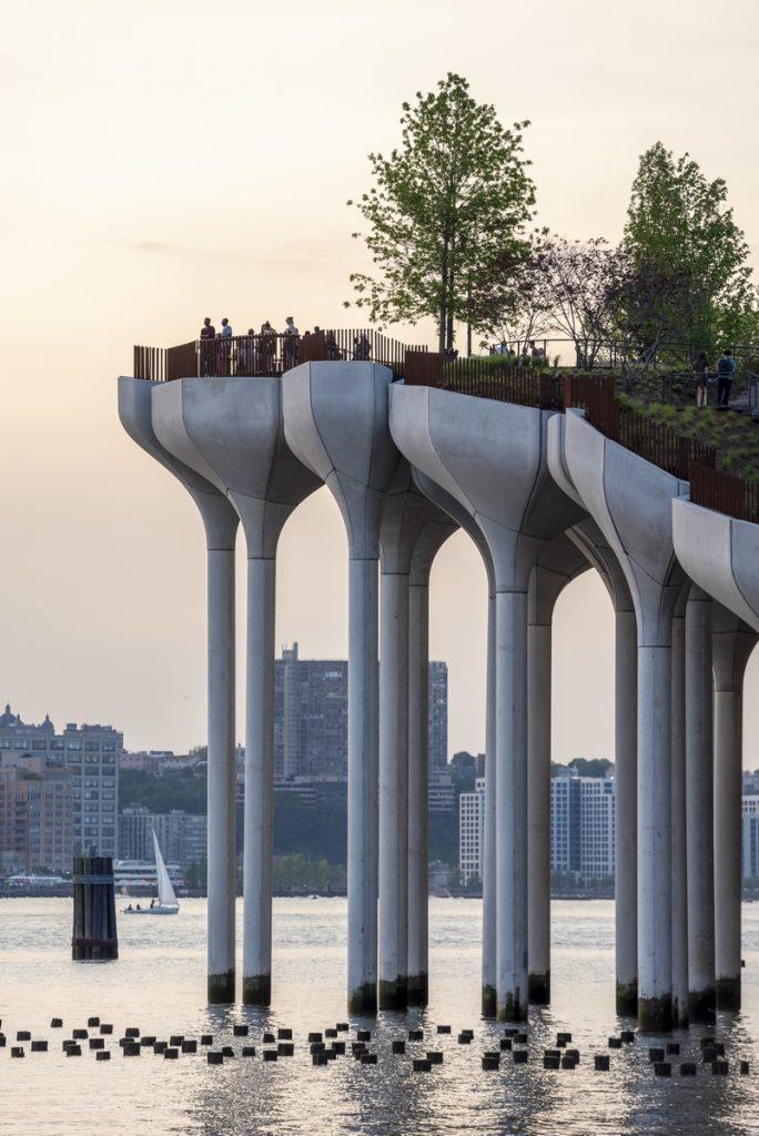 Thomas Heatherwick completó el parque y el teatro de Little Island en la ciudad de Nueva York 3