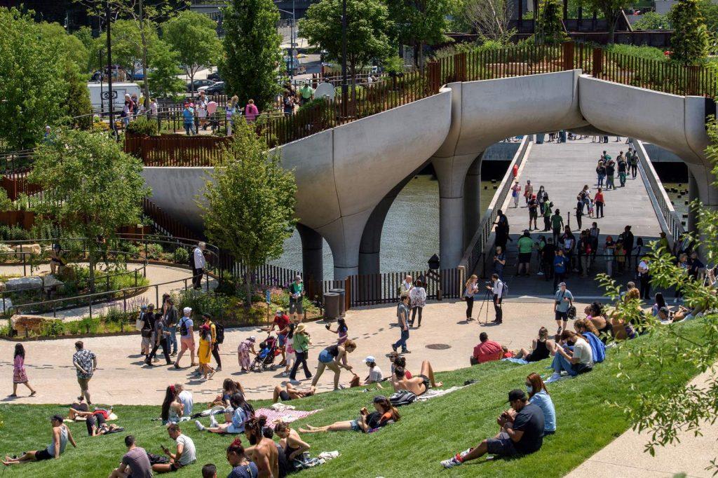 Thomas Heatherwick completó el parque y el teatro de Little Island en la ciudad de Nueva York 19