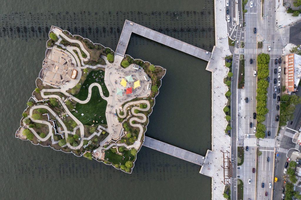 Thomas Heatherwick completó el parque y el teatro de Little Island en la ciudad de Nueva York 25