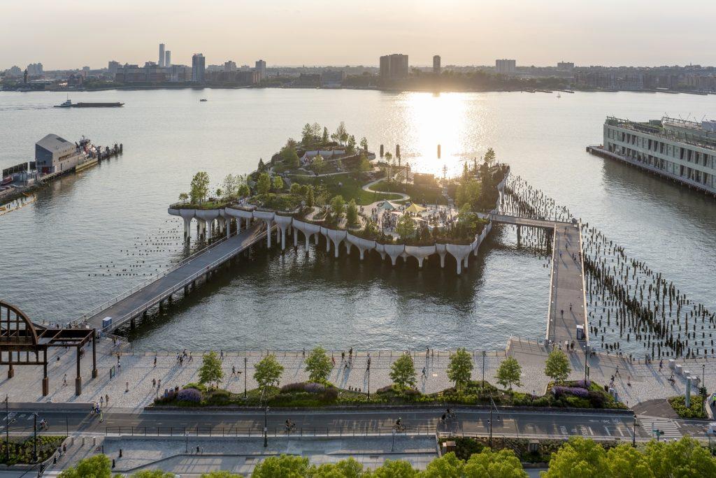 Thomas Heatherwick completó el parque y el teatro de Little Island en la ciudad de Nueva York 20