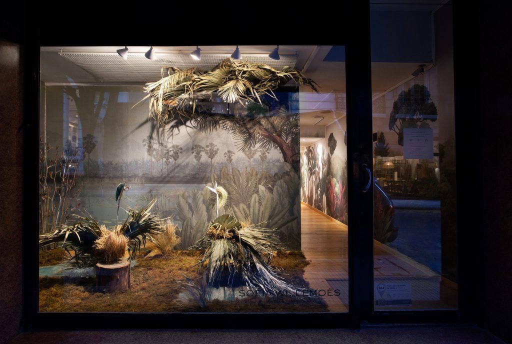Sofia Willemoës presenta nuevo website y vidriera con empapelados metalizados 1