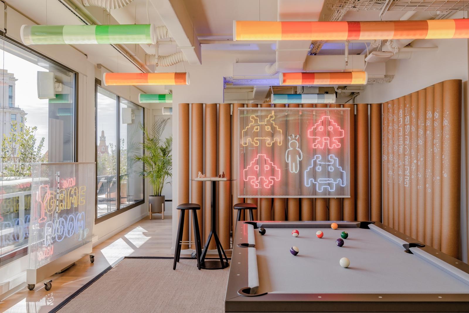 Diversión y algo de trabajo: nuevas oficinas de Xcelirate en Barcelona por Lagranja Design 21