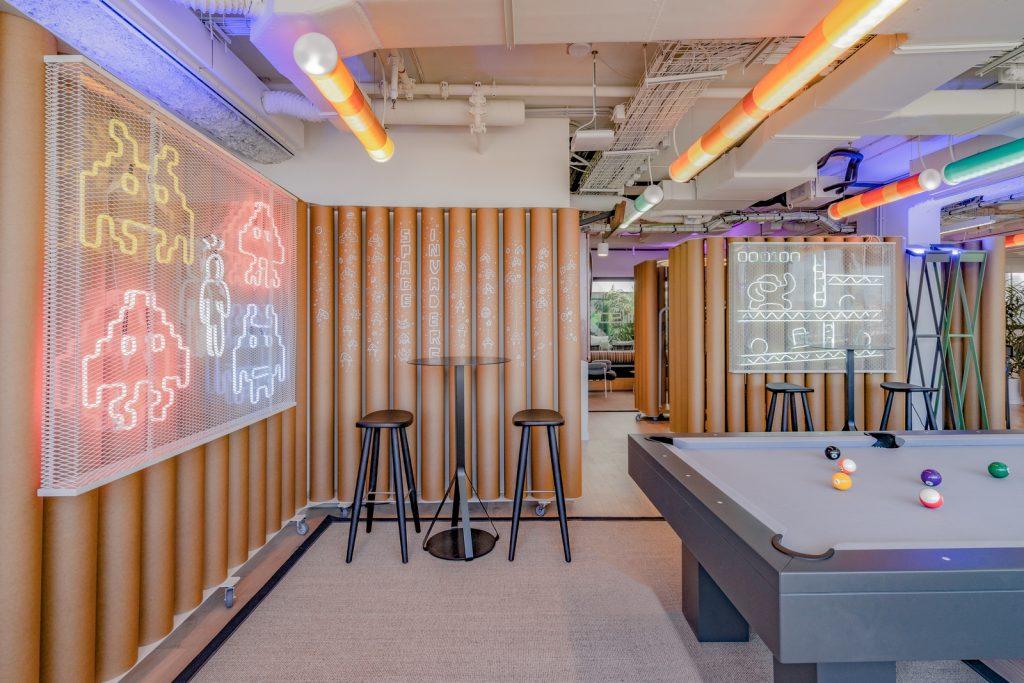 Diversión y algo de trabajo: nuevas oficinas de Xcelirate en Barcelona por Lagranja Design 3