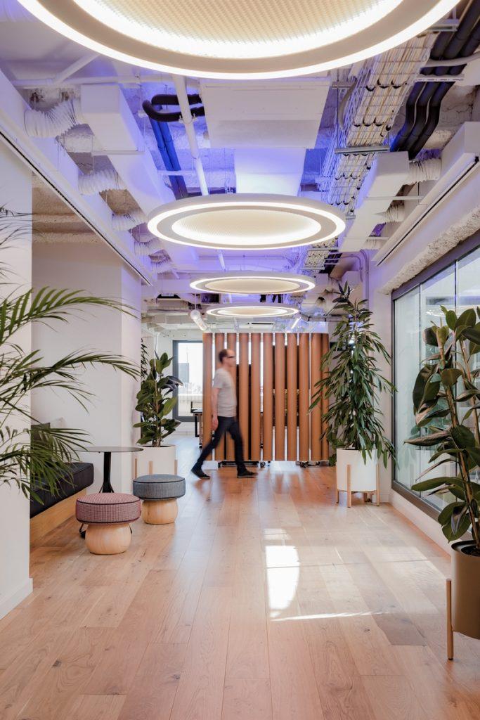 Diversión y algo de trabajo: nuevas oficinas de Xcelirate en Barcelona por Lagranja Design 15