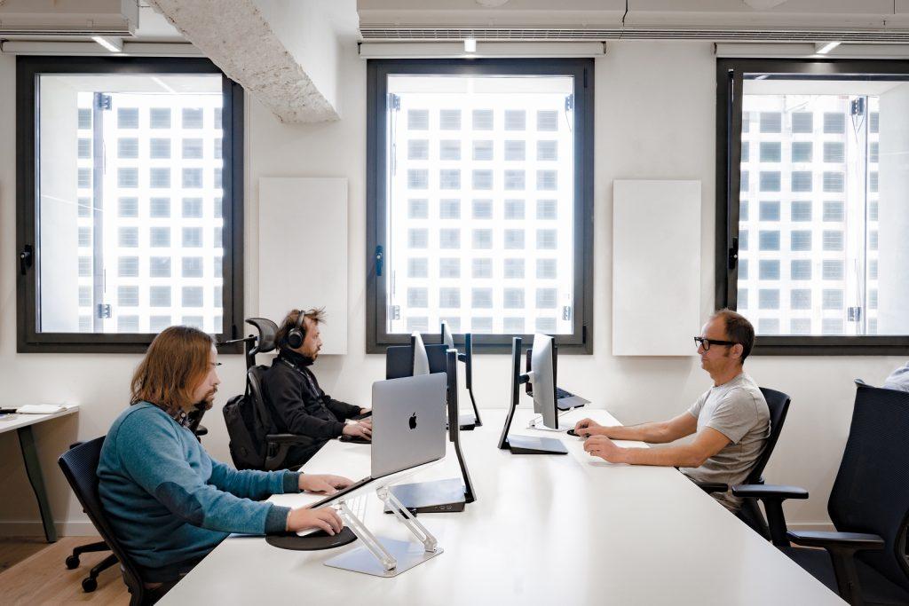 Diversión y algo de trabajo: nuevas oficinas de Xcelirate en Barcelona por Lagranja Design 10