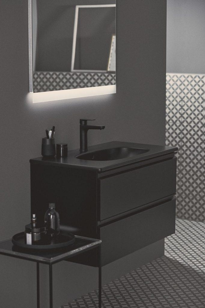 Atrévete a ser diferente con el nuevo acabado negro seda de Ideal Standard 1
